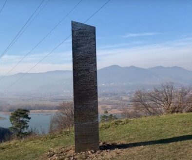 Monolit de metal misterios - Petrodava - Piatra Neamt